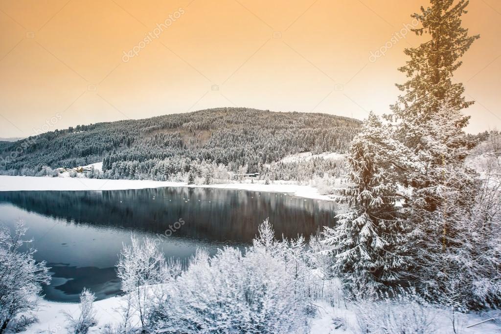 Paesaggio invernale foto stock gekaskr 66126567 for Disegni paesaggio invernale