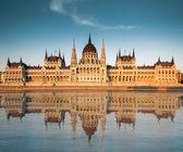 Nézd a magyar Parlament folyó