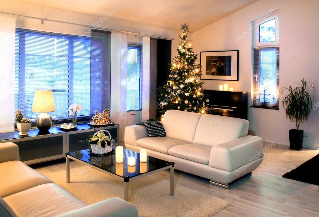 salone moderno con albero di natale dedoration foto