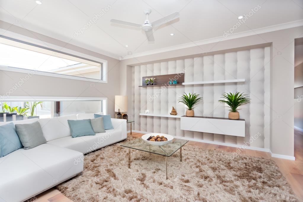 Soggiorno in una casa di lusso con decorazione naturale e whi — Foto ...