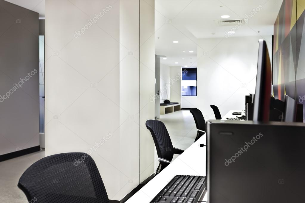 Computer lab decoration | Modern computer lab or office with ...