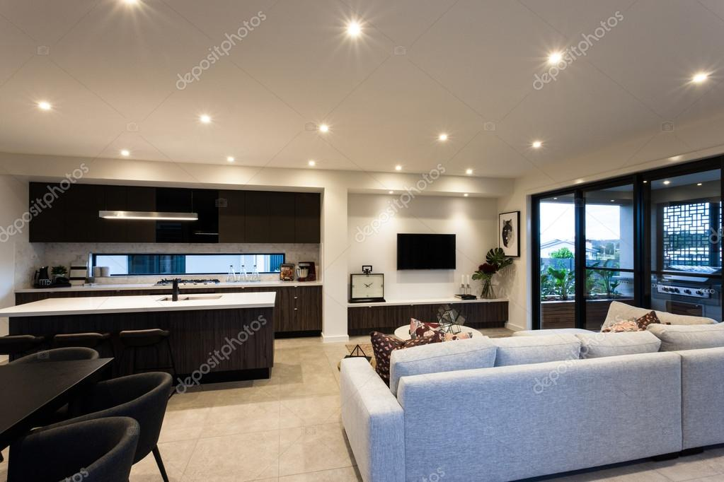 Modernes Wohnzimmer Mit Sofas Neben Tischen Und Stühlen U2014 Stockfoto