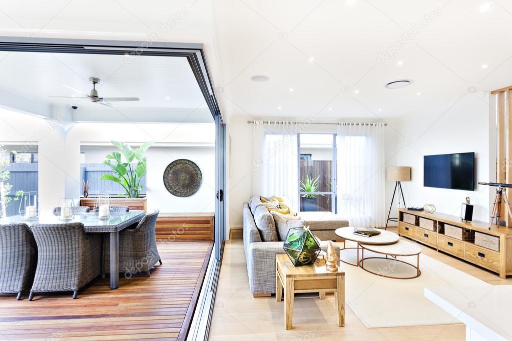 Moderne Wohnzimmer Auf Die Terrasse Und Essbereich Angebracht U2014 Stockfoto