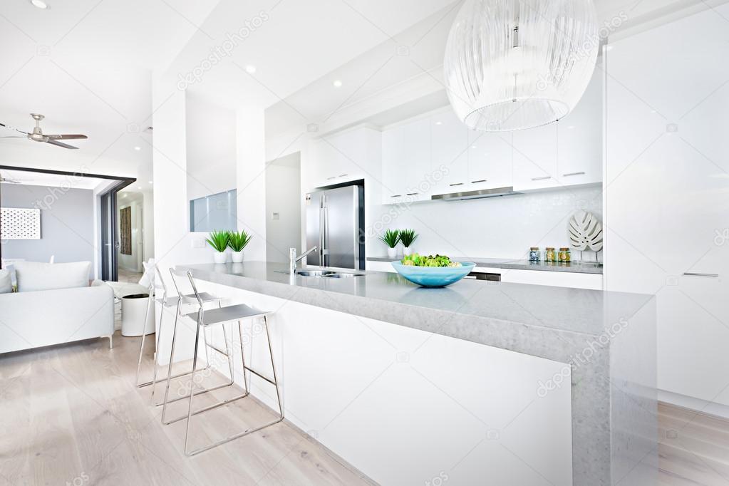 Sedie Da Cucina Bianche : Sedie da cucina di lusso e luci d attaccatura con pareti bianche