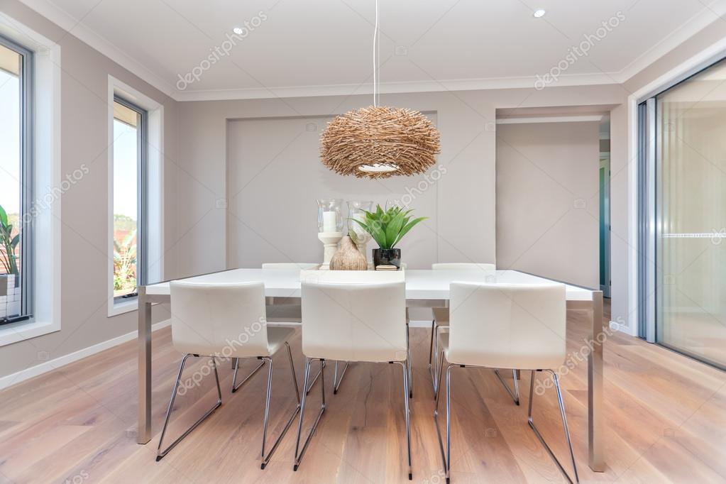 Esszimmer modernes design  Modernes Esszimmer Design mit Tisch eingerichtet und natürliche ...