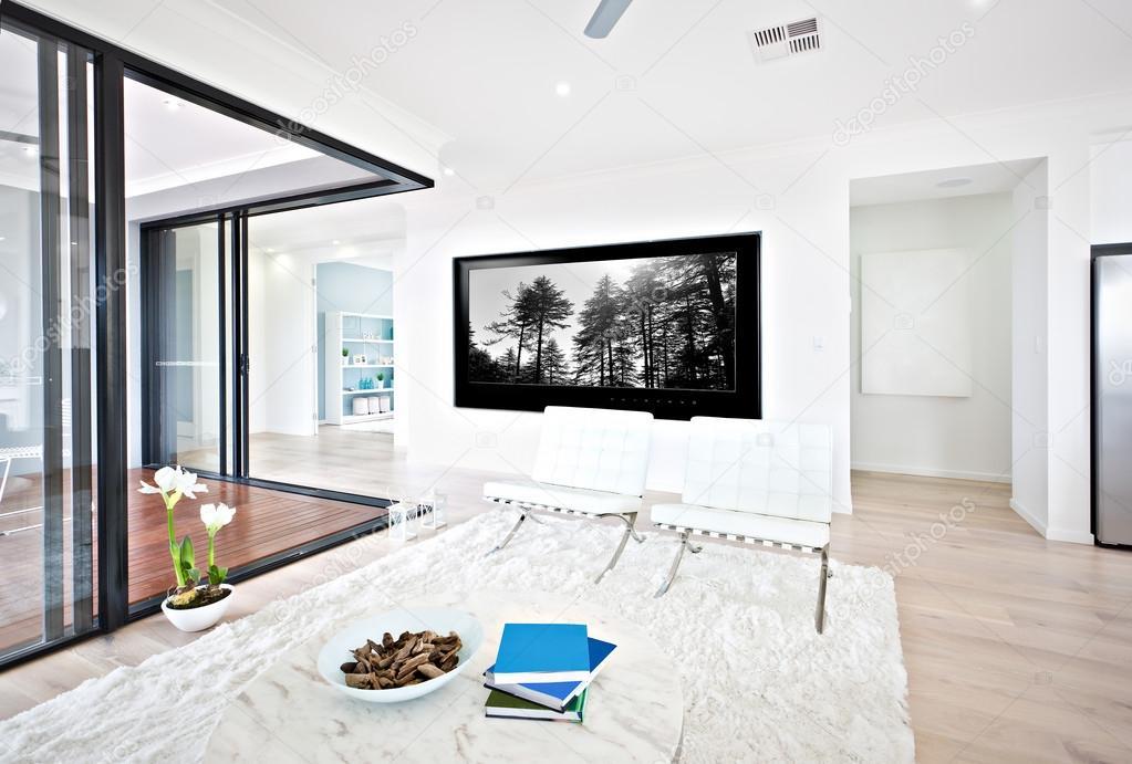 Luxe woonkamer en glazen deur ingang naar binnen — Stockfoto ...