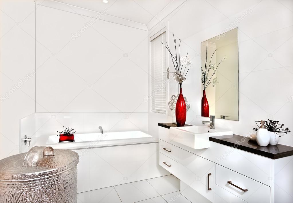 Vasca Da Bagno Con Lavabo : Bagno con vasca da bagno e interni di casa moderna o hotel u foto