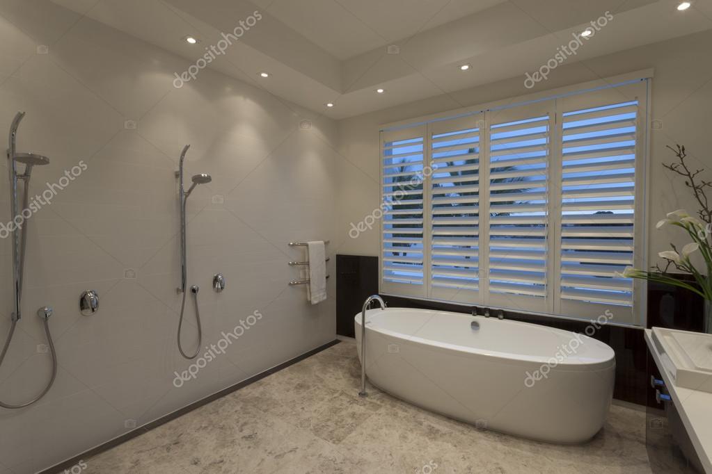 Cuarto de baño de lujo — Fotos de Stock © jrstock1 #78477954