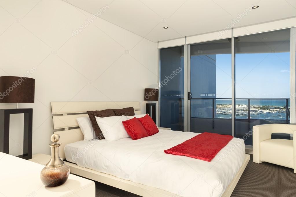 Przytulna Sypialnia Z Biało Czerwoną Szczegóły Zdjęcie