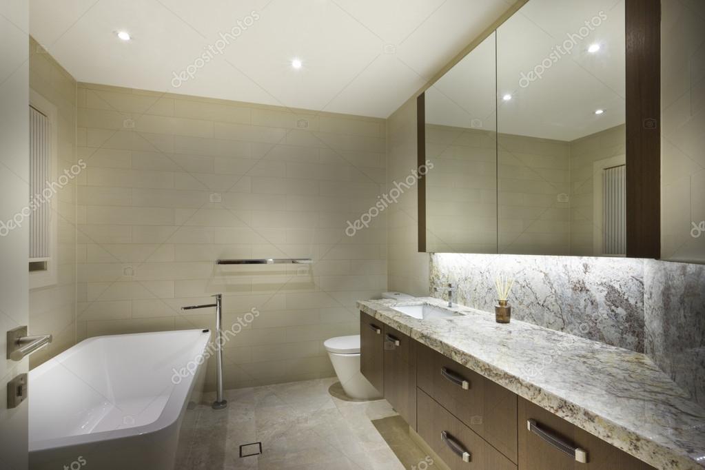 Exklusive Badezimmer minimalistisch — Stockfoto © jrstock1 #95085358