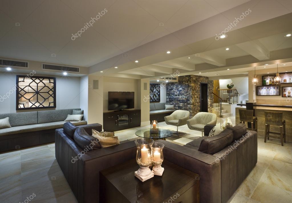 Moderne woonkamer met een bar — Stockfoto © jrstock1 #95631282