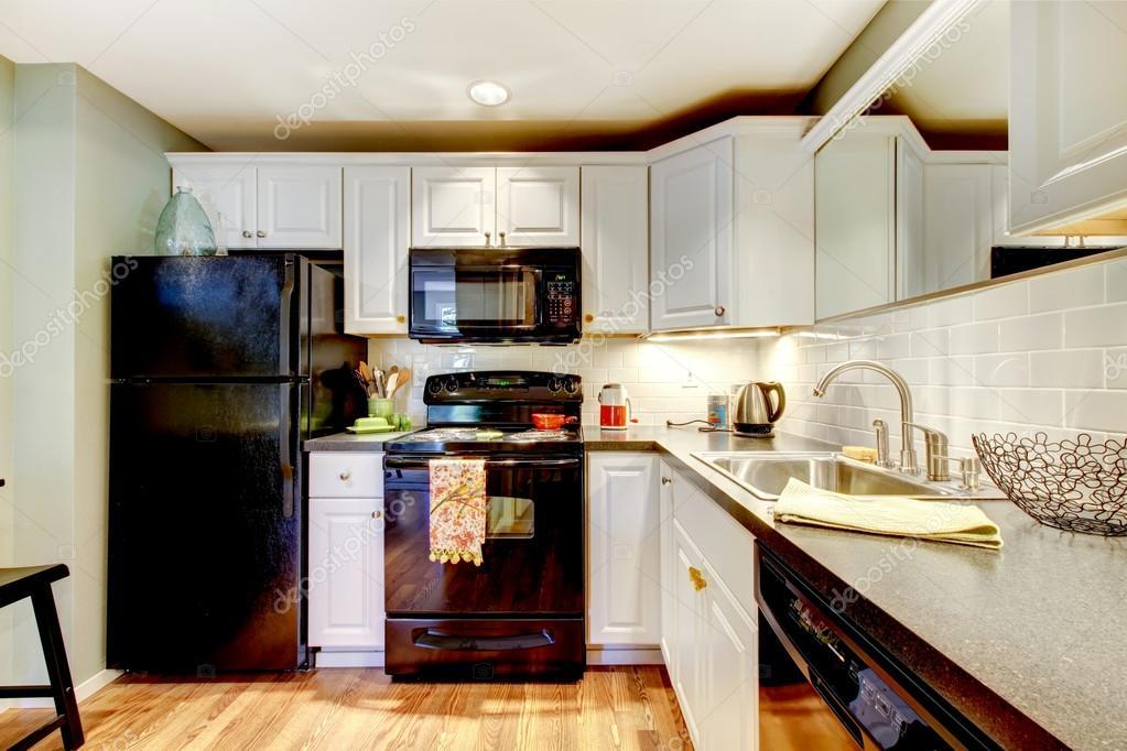 Zwart Keuken Fornuis : Keuken met zwart koelkast fornuis oven en grijze teller