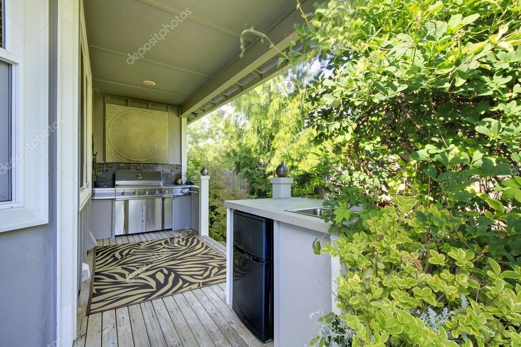 Outdoorküche Mit Kühlschrank Blau : Outdoor küche bereich mit zebra teppich und pflanzen u stockfoto