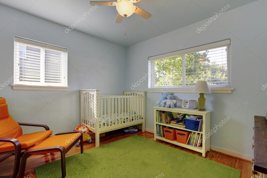 Interni colorati di camerette con legno bianco cirb e gre — Foto ...
