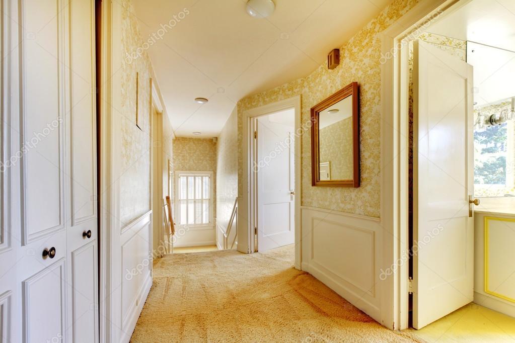 intérieur antique de maison américaine classique avec papier peint ...