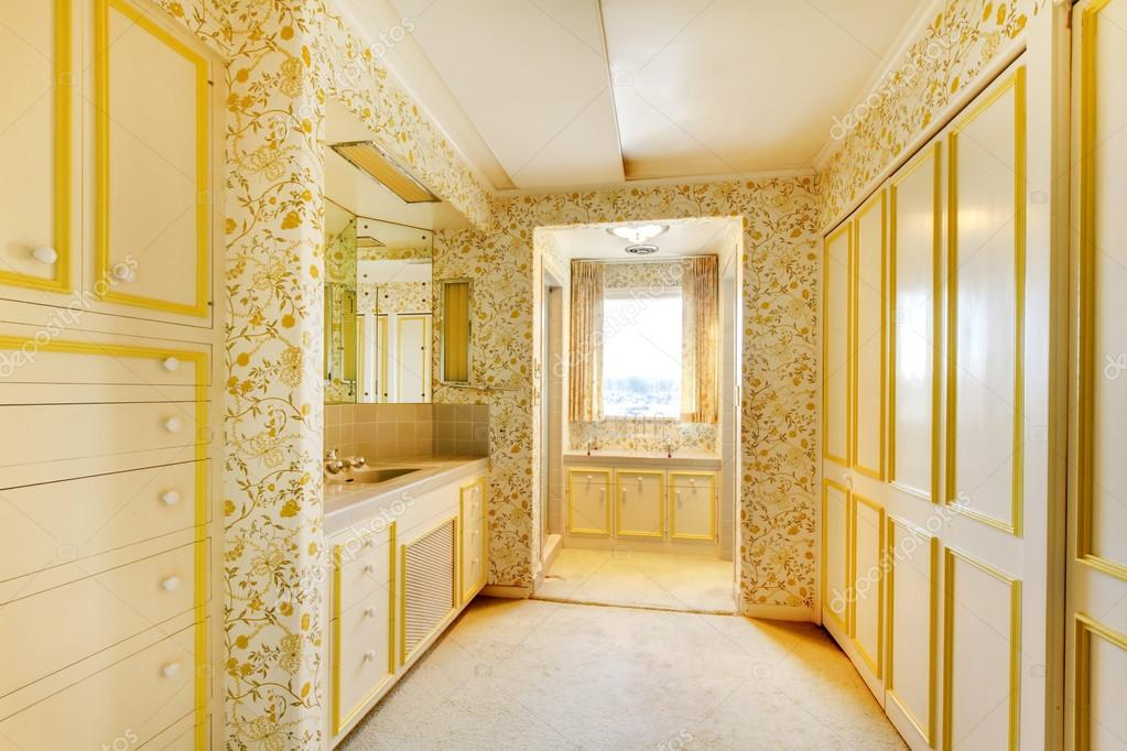 old classic american house antique bathroom interior with wallpaper and carpet stock photo