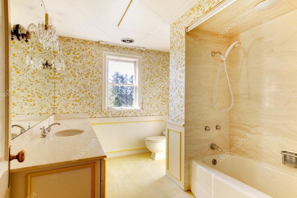 vieille maison am ricaine classique antique salle de bain. Black Bedroom Furniture Sets. Home Design Ideas