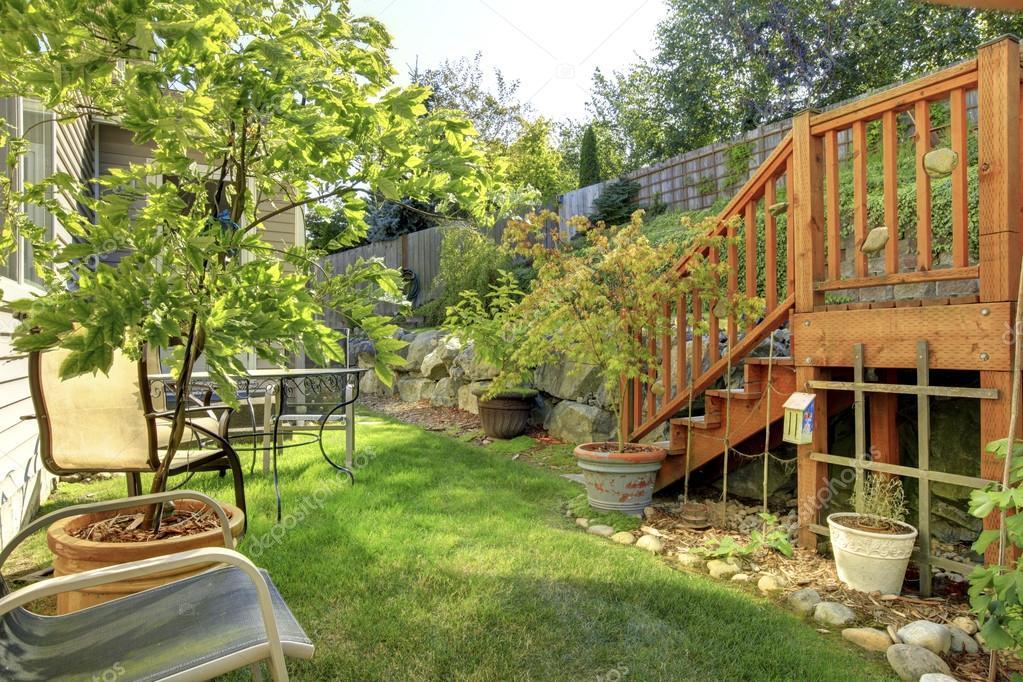 jardin cercado verde peque o cercado patio trasero con