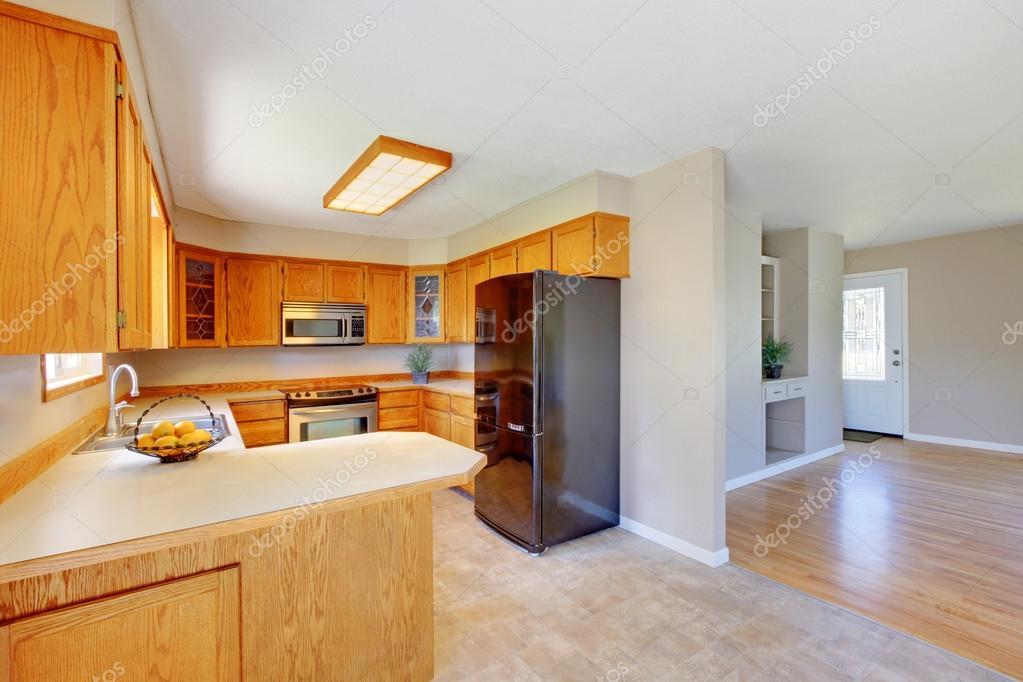 Interior de sala de cocina de madera brillante diseñado en color ...