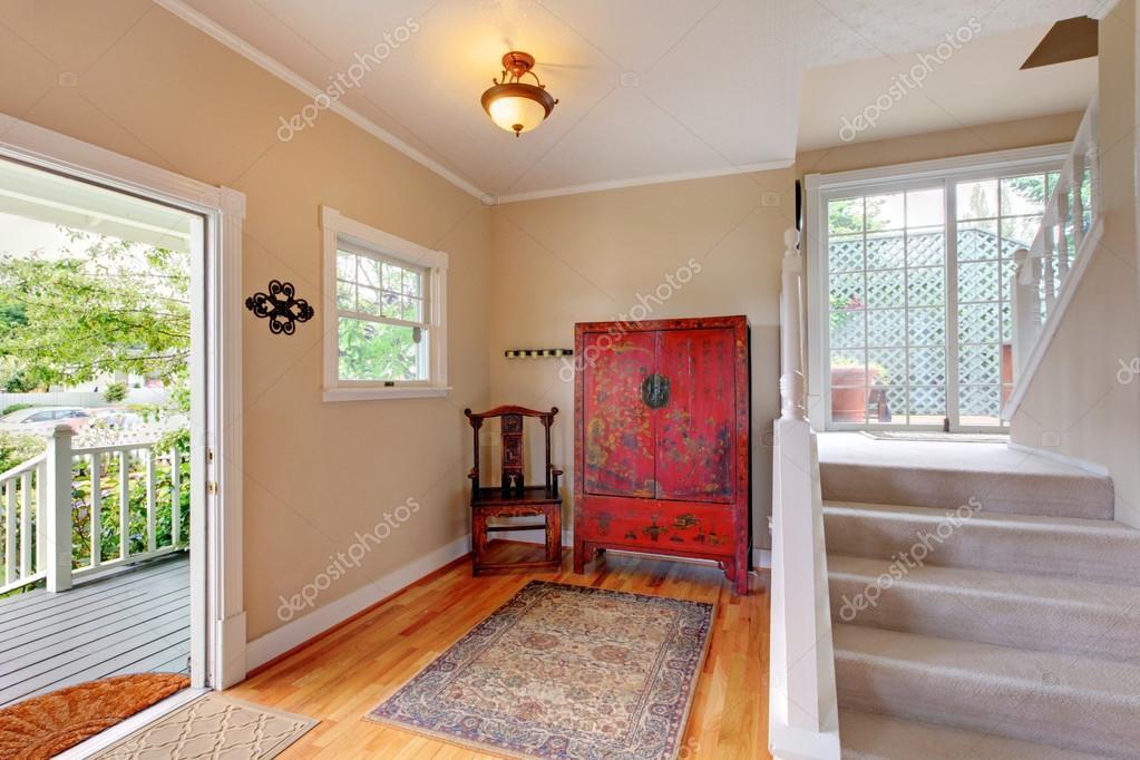 Fußboden Im Eingangsbereich ~ Eingangsbereich weg in sanften tönen mit hartholz fußboden treppe