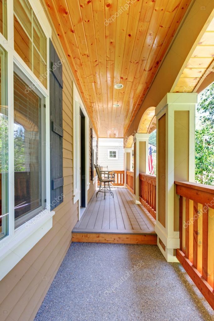 Kleinen Balkon Terrasse Aus Holz Mit Saulen Und Gelander