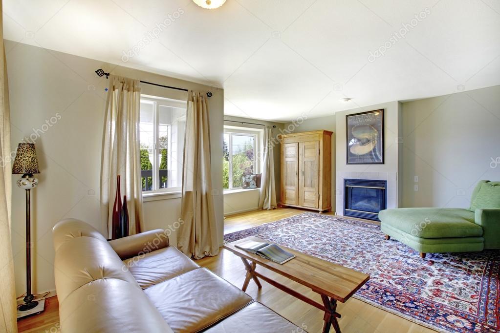 Gezellige woonkamer interieur van amerikaanse rambler voorzien