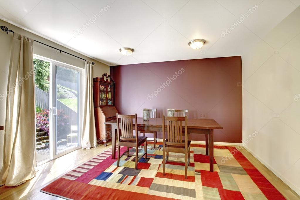 Complete Eetkamer Set.Cozy Dining Room With Brown Wall And Wooden Table Set Stock
