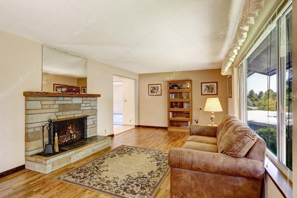 Vieille maison américaine grand salon l\'intérieur avec plancher de ...
