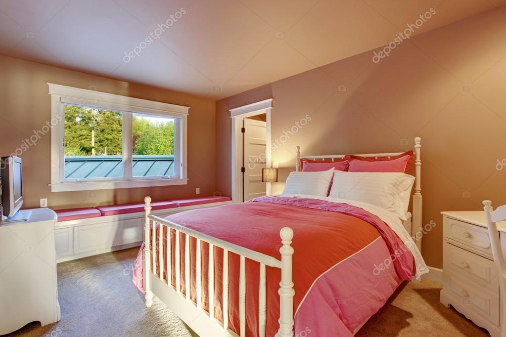 Camere Da Letto Rosse E Bianche : Camera ragazze adorabili con pareti rosa e rosso biancheria da letto