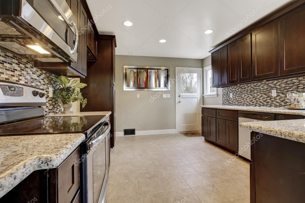 Moderne Keuken Donker : Moderne keuken strak greeploos en olijfhout tinello