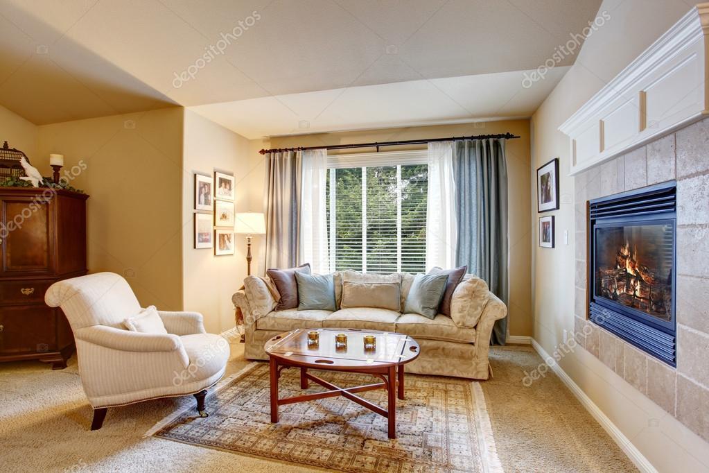https://st2.depositphotos.com/1041088/11595/i/950/depositphotos_115954898-stock-photo-rest-area-in-the-bedroom.jpg