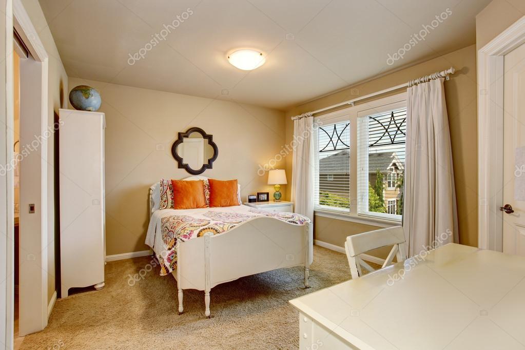 Amerikanische antikes Schlafzimmer Innenraum mit weißen Schreibtisch ...