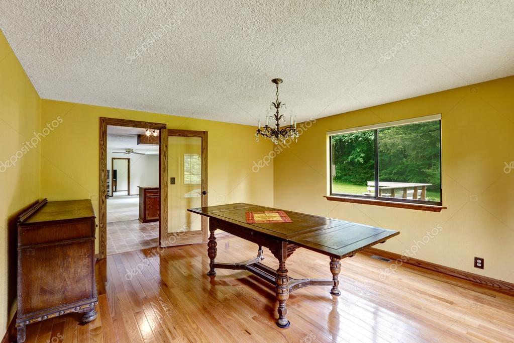 Mobili Antichi Per Sala Da Pranzo : Sala da pranzo vuota con pavimento di mobili e pavimenti in legno
