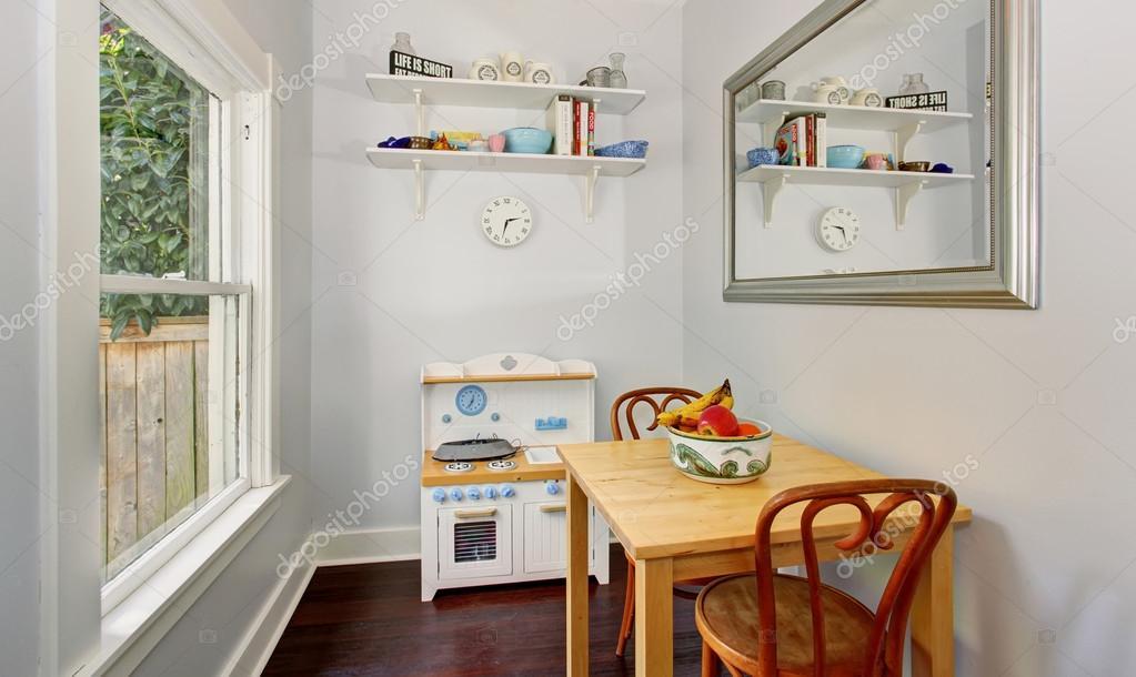 Mobili Per Giochi Bambini : Carino piccoli mobili in sala giochi bambini accogliente con