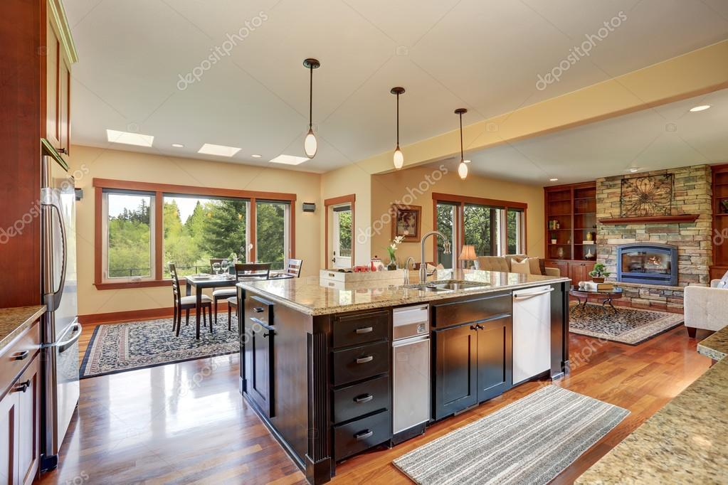Kitchen Area With Open Floor Plan View Of Living Room And Dining Stockfoto