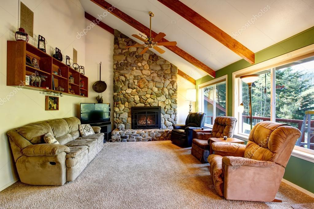 Grote woonkamer interieur in Amerikaanse landhuis — Stockfoto ...
