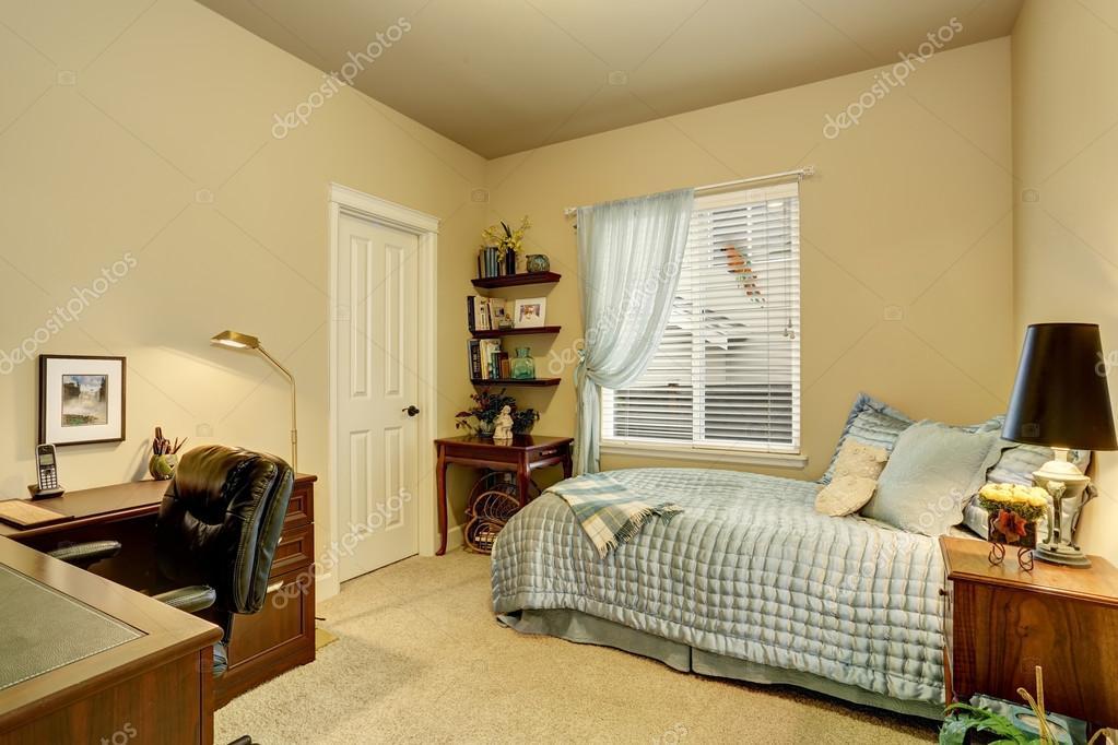 https://st2.depositphotos.com/1041088/11728/i/950/depositphotos_117285464-stockafbeelding-luxe-slaapkamer-interieur-met-groene.jpg