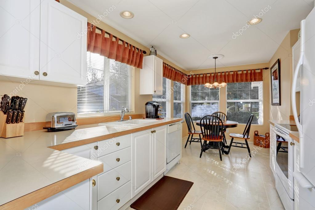 Piso blanco para cocina blanco muebles de cocina con - Cocina con electrodomesticos ...