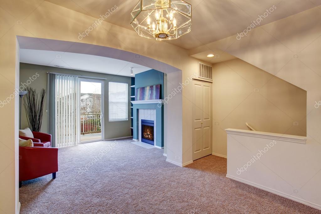 Klassieke woonkamer met tapijt en open haard — Stockfoto © iriana88w ...