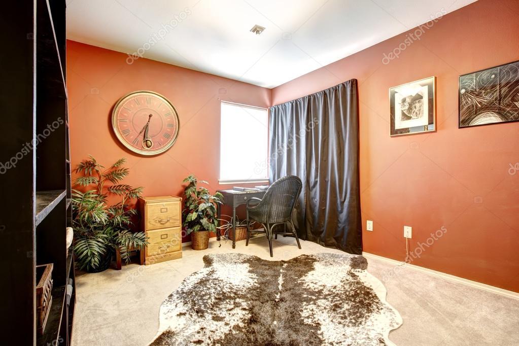Sala ufficio arancione con tappeto pelle di mucca foto for Stock mobili ufficio