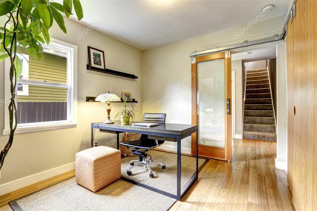 Interieur Klein Huis : Klein kantoor aan huis interieur met hardhouten vloer weergave