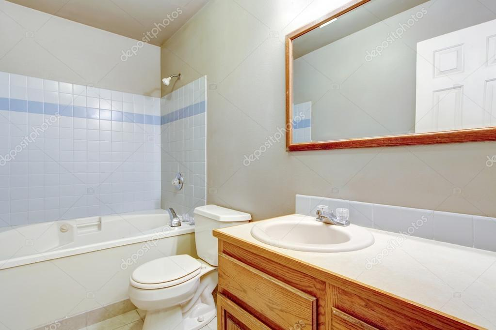 Classic American bathroom interior design with tile trim ...