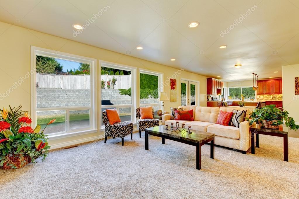 soggiorno luminoso con zebra stampa sedie e sofà beige ? foto ... - Soggiorno Luminoso