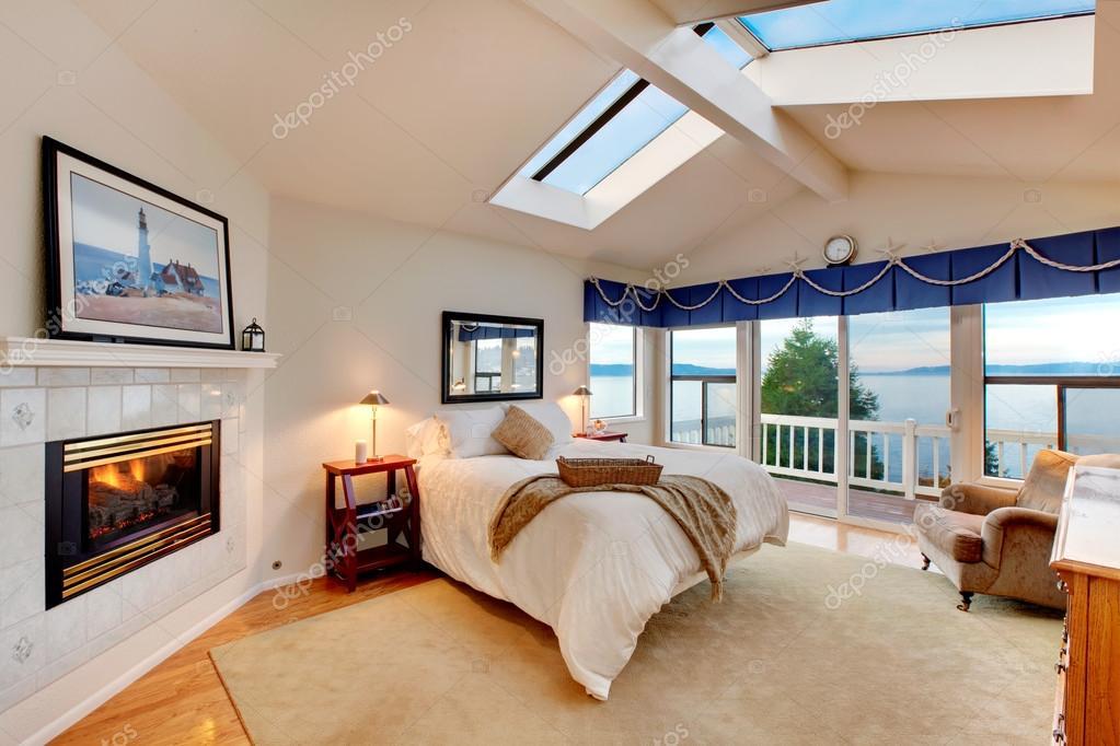 Camera da letto soffitto a volta con il concetto di marina for Doppie ampie 4 piani camera da letto