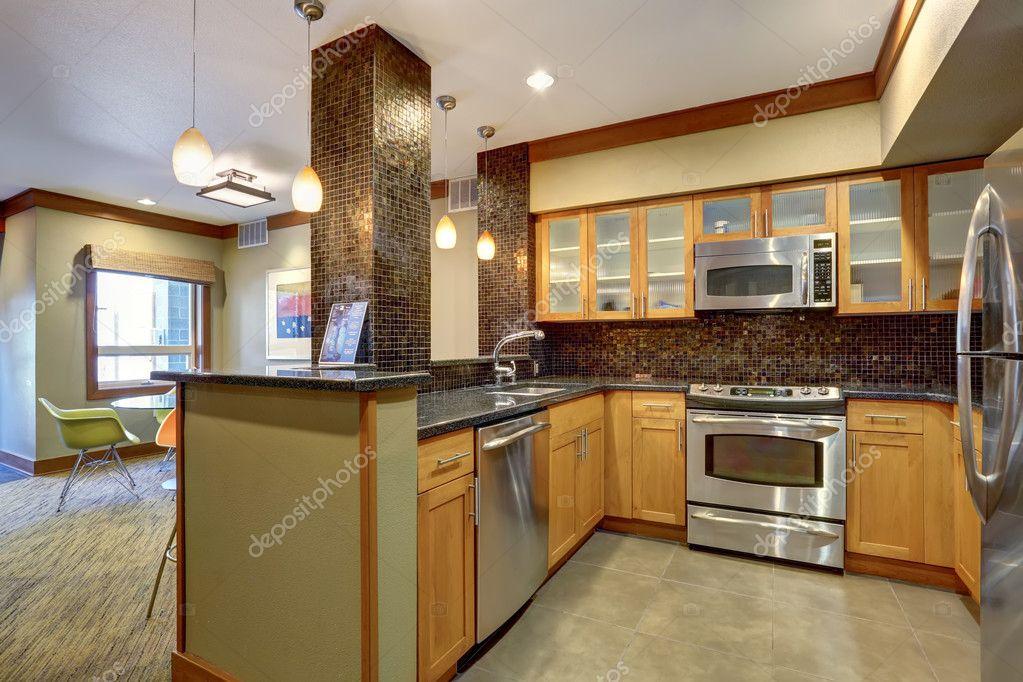 Appartamento interno di cucina con la disposizione delle