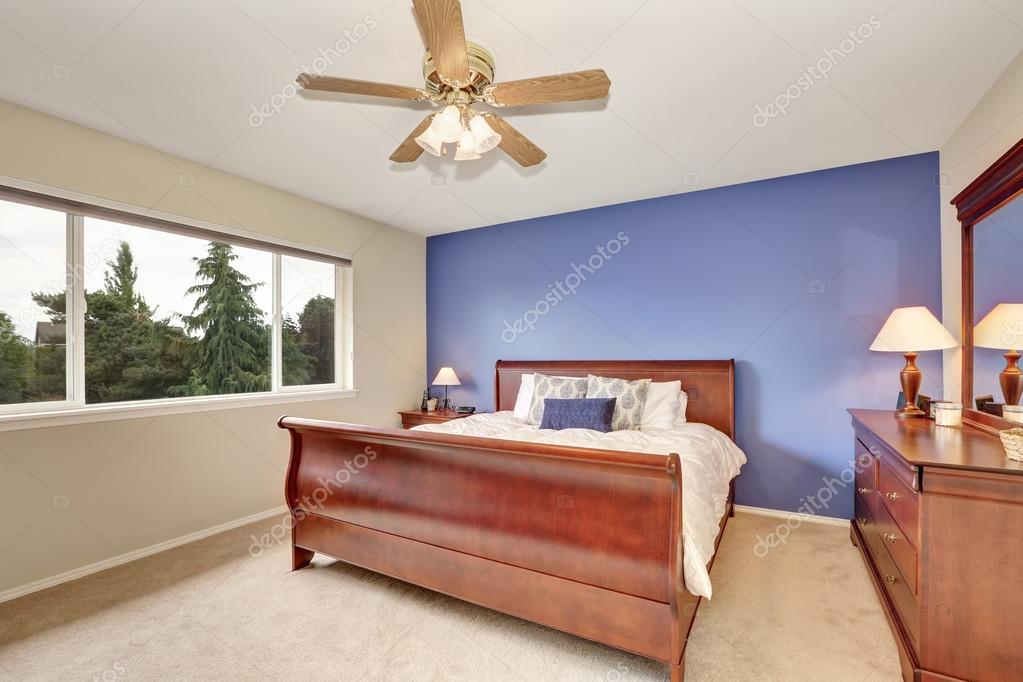 Warme knusse slaapkamer stockfoto s freeimages