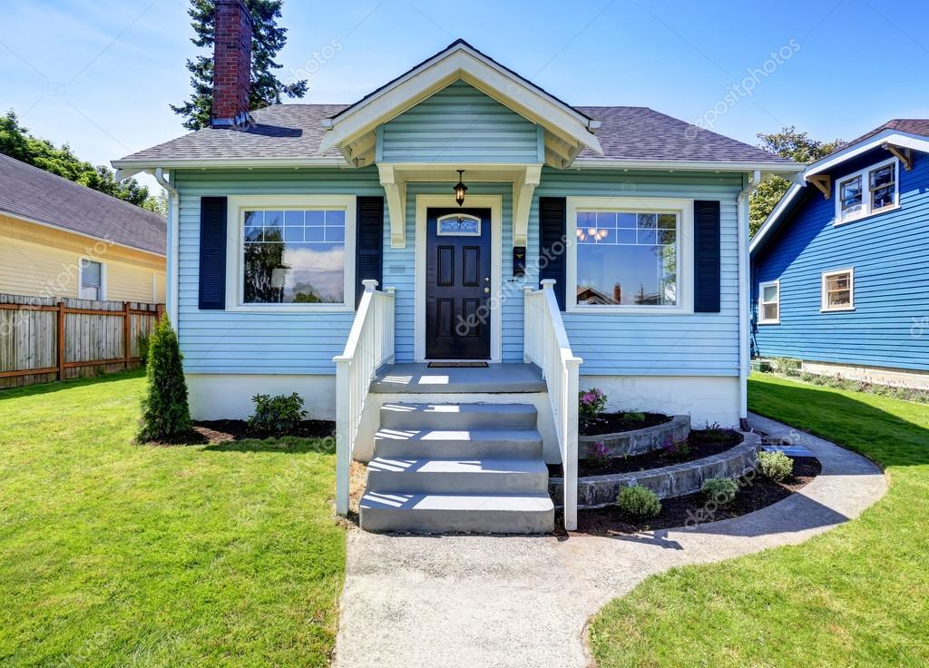 Blauen Amerikanischen Haus Aussen Mit Betonboden Veranda Stockfoto