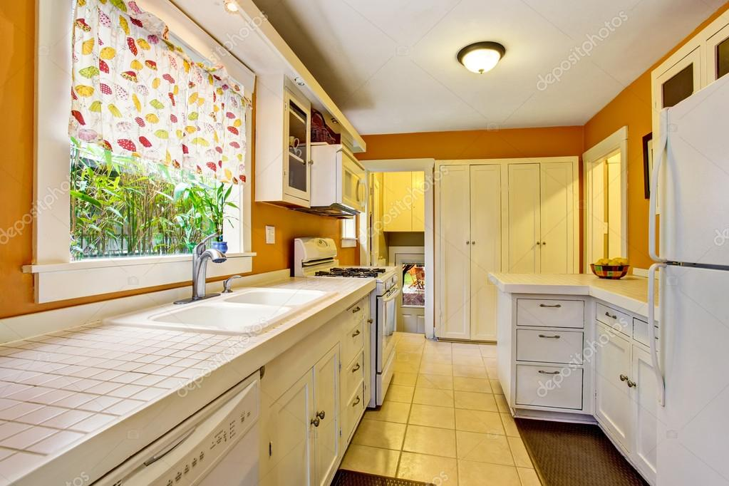 American Kitchen | Classic American Kitchen Room Interior With White Cabinets Tile