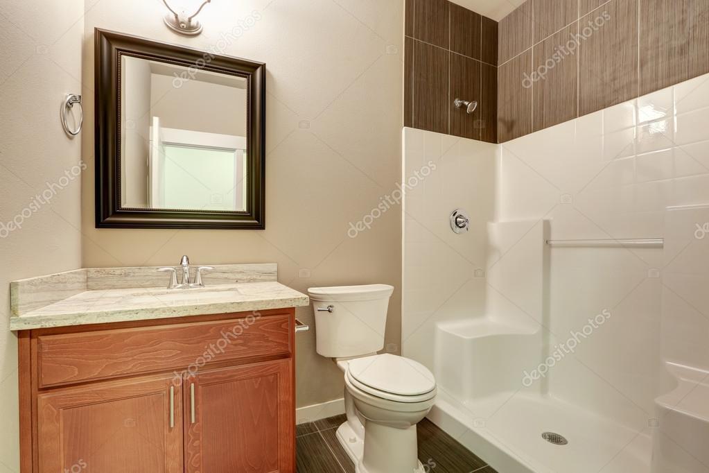 Interieur van de moderne badkamer ijdelheid met marmer
