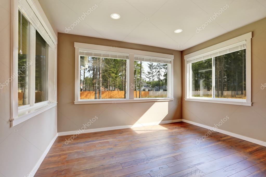 Intérieur de construction maison neuve. Salle vide — Photographie ...